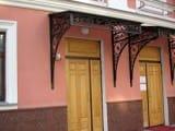 Козырьки и навесы на крыльцом и входной дверью