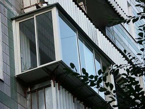Использование кронштейнов в выносном балконе
