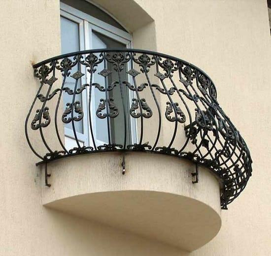 Оригинальный французский кованный балкон