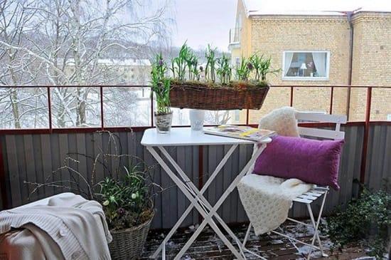 Раскладная мебель на открытом балконе