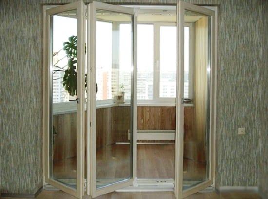 Складная дверь гармошка на балкон