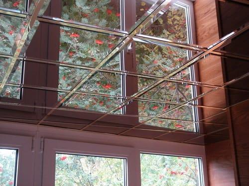 Отделка потолка балкона плиткой