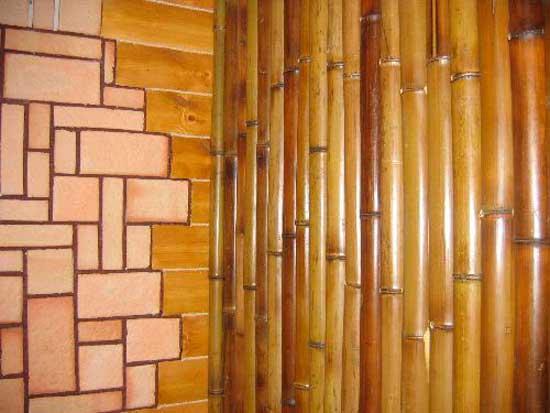 Бамбук в качестве декора для стен балкона