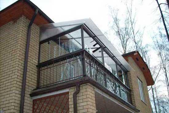 Балконная крыша из поликарбоната
