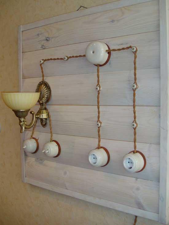 Пример оформления открытой проводки на балконе