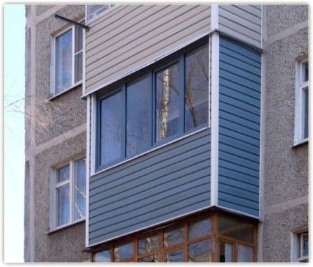 Облицовка балкона цветным сайдингом