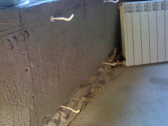 Крепления для установки радиатора на балконе