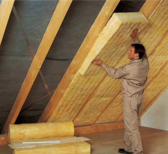 Процесс утепления крыши мансарды