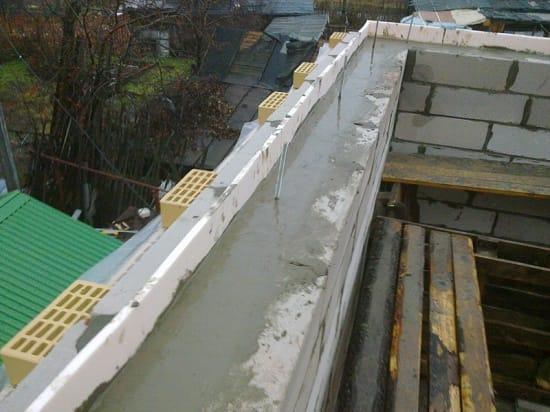 Заливка армопояса мансарды бетоном