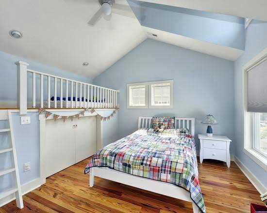 Интерьер мансардной комнаты для мальчика