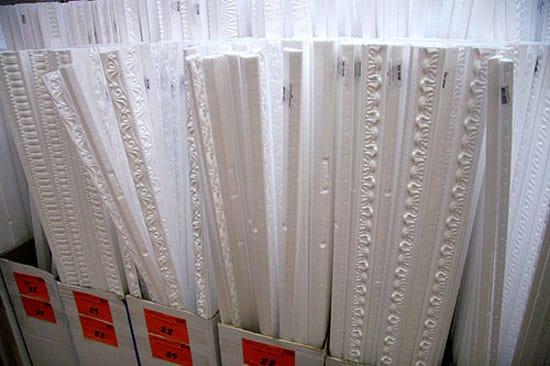 Пенопластовые потолочные плитуса