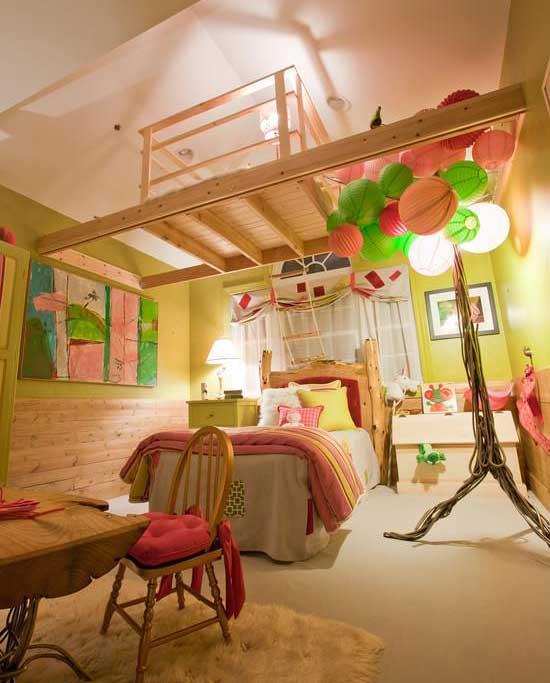 Сказочный интерьер детской на мансарде
