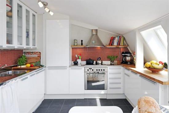 Кухня на большой мансарде