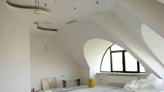 Многоуровневый потолок мансарды