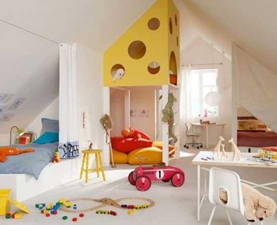 Расположение мебели детской в мансарде