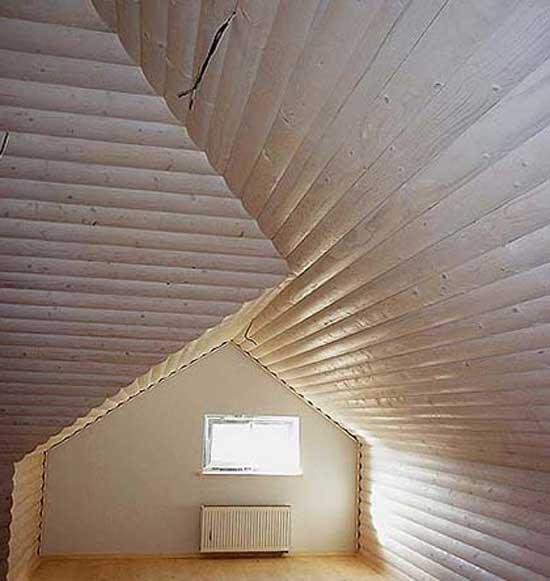Потолок мансарды из блок-хауса