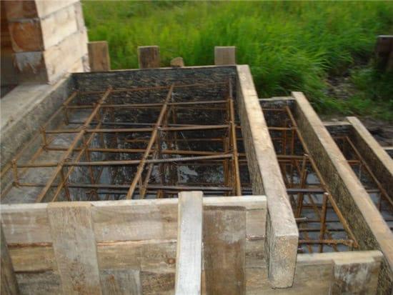 Укладка арматуры для бетонного крыльца