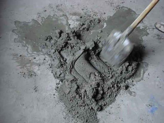 Приготовление смеси для бетонного крыльца