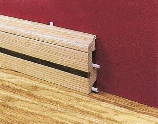 Высокий деревянный плинтус с кабель каналом