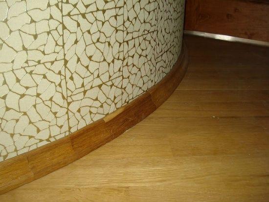 Гнутый деревянный плинтус