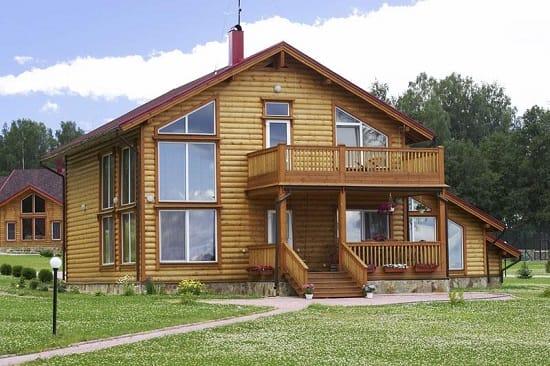 Единый стиль в дизайне дома и крыльца