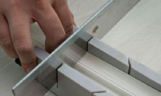 Порезка планок плинтуса в стусле