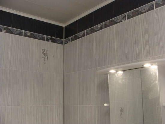 Потолочный пластиковый плинтус в ванной