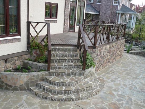 Единый дизайн плитки крыльца и тротуара