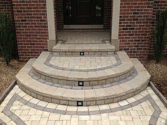 Полукруглые ступени с облицовкой тротуарной плиткой