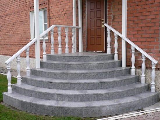 Бетонные ступени, облицованные плиткой