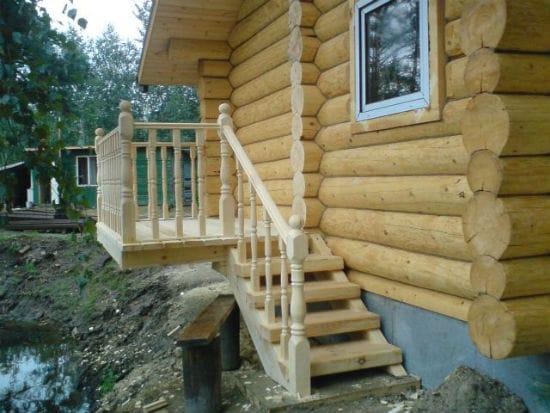 Деревянное крыльцо для дома из бруса