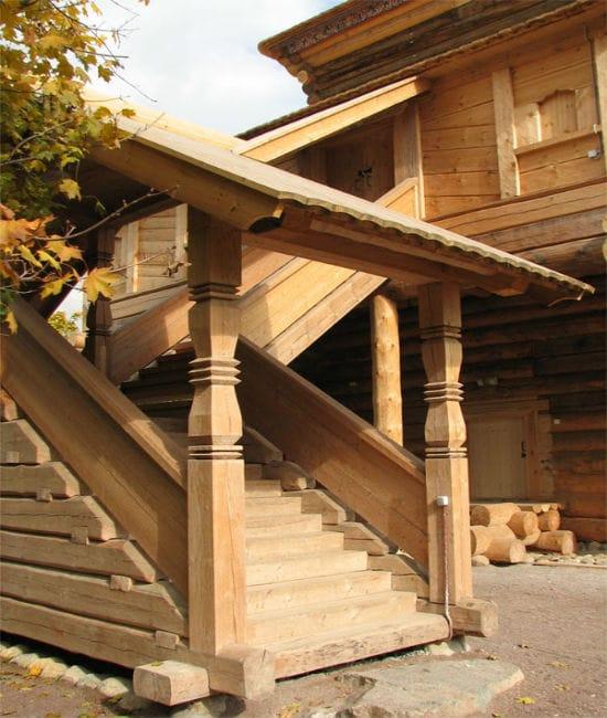 Крыльцо-галерея для деревянного дома