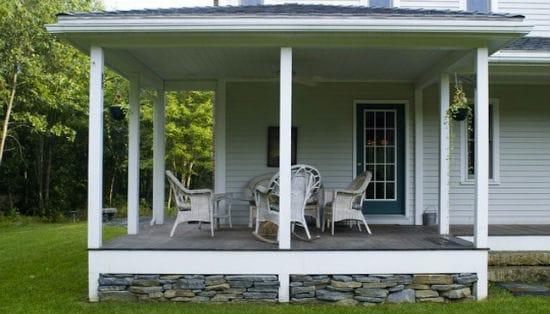 Крыльцо-патио для загородного дома