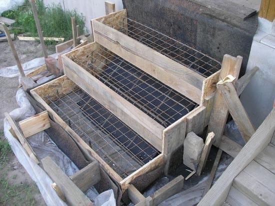 Опалубка для бетонной лестницы крыльца