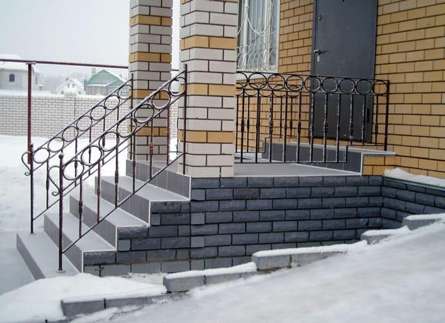 Кирпичная лестница крыльца