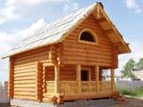 Резное деревянное крыльцо бани