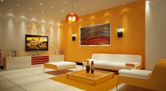 Сочетание оранжевого и бежевого цвета обоев в оформлении стен