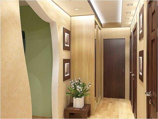 Плотные флизелиновые обои в коридоре