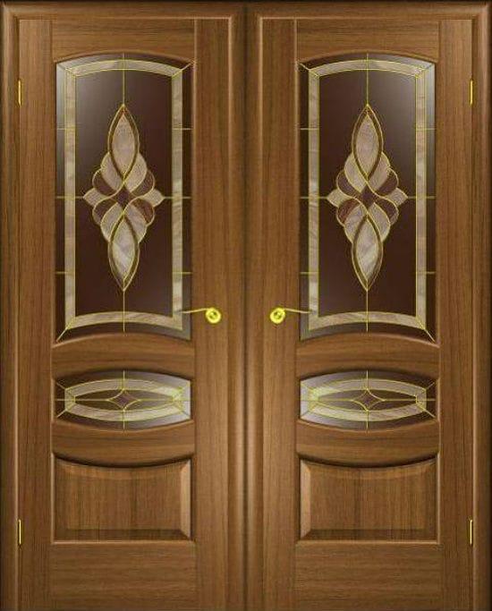 Дверь санузла из натурального дерева