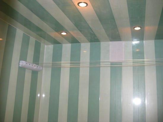 Обшивка стен и потолка санузла пластиковыми панелями