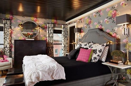 Серые обои с крупным цветочным рисунком для спальни