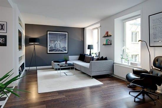 Сочетание белых и серых обоев на стенах комнаты