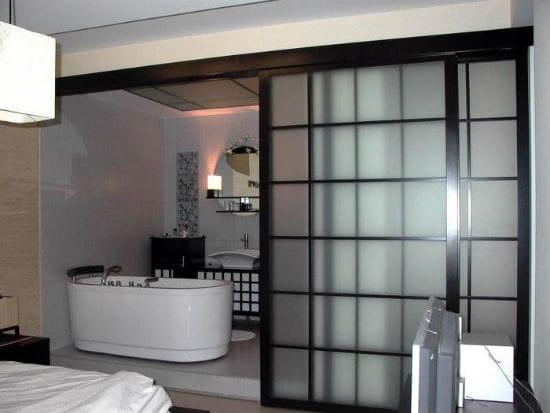 Раздвижная дверь в японском стиле для санузла