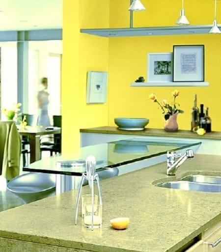 Яркие желтые обои в современной кухне