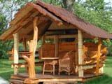 Беседка для дачи в деревенском стиле
