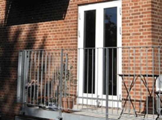 Ограждение на балконе из металла