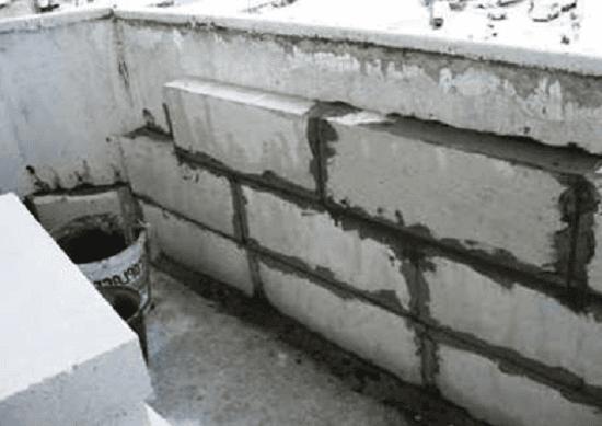 Кладка блоков для укрепления парапета