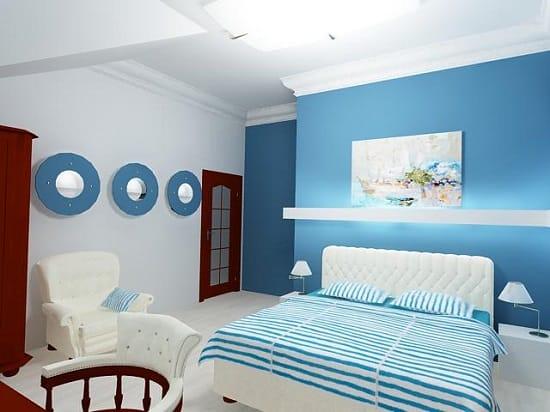 Оформление маленькой детской спальни морского стиля в бело-голубых тонах