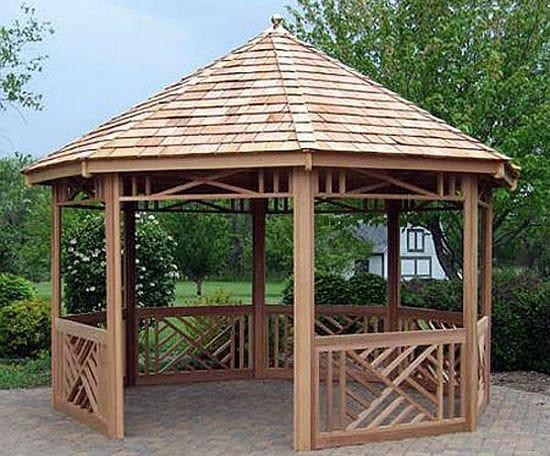 Крыша деревянной беседки из гонта