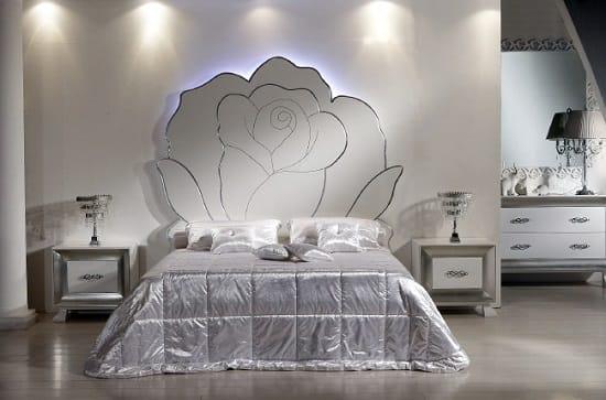 Подбор мебели и текстиля с серебряным блеском для спальни в итальянском стиле
